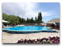 отель Каприз: Бассейн открытый