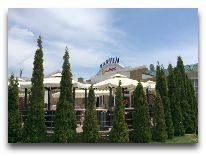отель Karven Four Seasons: Фасад отеля