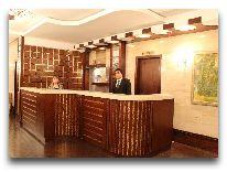 отель Qafgaz Park: Ресепшен