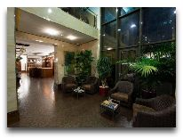 отель Qafgaz Park: Холл