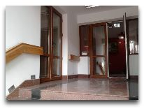 отель Khan: Вход в отель