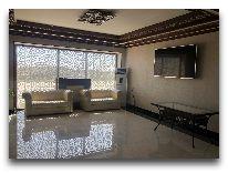 отель Khiva Lokomotiv: Холл отеля