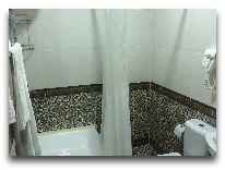 отель Khiva Lokomotiv: Ванная комната