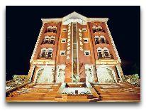 отель Khujand Deluxe: отель вечером