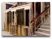 отель Hotel Bristol Warsaw The Luxury Collection: Исторические лифты отеля Bristol