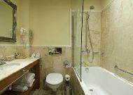 отель Леополис: Ванная в стандартном номере