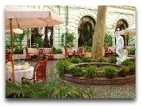 отель Лондонская: Внутренний дворик с летним кафе