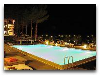 отель Lopota Resort: Бассейн на територии