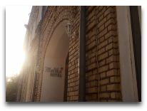 отель Malika Bukhara: Вход в отель