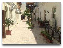 отель Malika Bukhara: Территория отеля