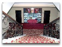 отель Malika Diyora: Лестница между этажами