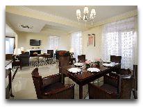 отель Marriott Tsaghkadzor Hotel: Гостиная в Villa King