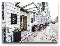 отель Mayfair: Вход в отель