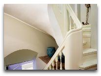 отель Merchant House: Лестница в отеле