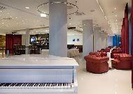 отель Meriton Grand Conference & SPA Hotel: Бар White Piano