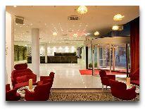 отель Meriton Grand Conference & SPA Hotel: Холл