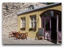 отель Meriton Old Town: Вход в ресторан