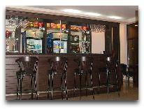 отель Mgzavrebi Batumi: Бар