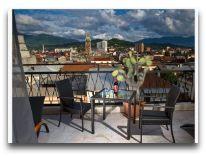 отель Mgzavrebi Batumi: Веранда в номере люкс