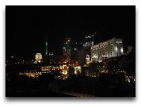 отель Noah's Ark Hotel, Ноев Ковчег: Вид из окна на ночной Баку