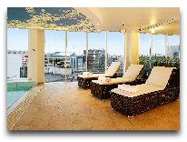 отель Nordic Hotel Forum: Лежаки у бассейна