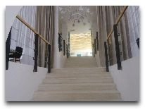 отель Rabath Akhaltsikhe: Лестница в холл