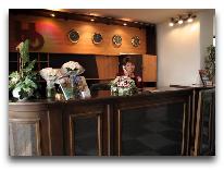отель Olimpia Hotel: Ресепшен