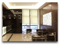 отель Opera Suite Hotel: Ресепшен