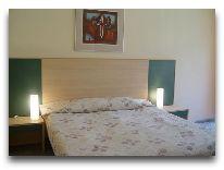 отель Palangos Daile: Кровать в номере с кухней