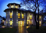 отель Pils: Отель вечером