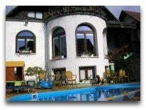 отель Po Kastonu: Территория отеля