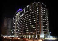 отель Qafqaz Baku City Hotel: Отель вечером