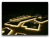 отель Qalaalti Hotel & Spa: Территория вечером