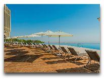отель Qalaalti Hotel & Spa: Бассейн отеля открытый