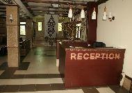 отель QEFO Hotel: Ресепшен