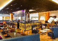 отель Radisson Blu Sky Hotel: Sky lobby bar