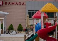 отель Ramada Hotel Baku: Детская площадка