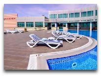 отель Ramada Hotel Baku: Открытый бассейн