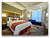 отель Ramada Hotel & Suites Wyndham Yerevan: Номер Junior King Suite,