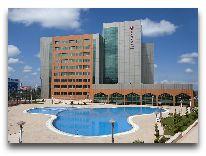 отель Ramada Plaza Gence: Открытый бассейн