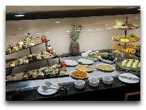 отель Ramada Plaza Gence: Шведский стол
