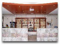 отель Regineh Hotel: Бар