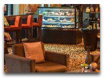 отель Renaissance Riverside Hotel: Бар отеля