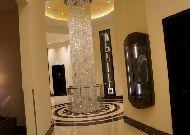 отель Ritz-Carlton Almaty: Люстра в холле