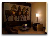 отель Ritz-Carlton Almaty: Уголок в отеле