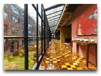 отель Rooms Tbilisi: Проход в ресторан