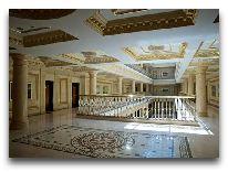 отель Royal Tulip Almaty: холл на 2 этажа