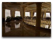 отель Royal Tulip Almaty: Холл на 2 этаже