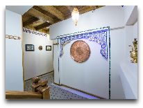 отель Boutique Safiya Hotel: Оформление в коридорах