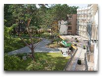 отель Sanatorija Egle Birstonas: Территория санатория